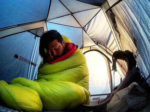 텐트생활 추위에 약한 내겐 아침에 침낭에서 나오는 일이 큰 고역이었다. 피시티에서의 삶은 눈 뜨는 순간부터 매일 도전과 마주해야 했다.