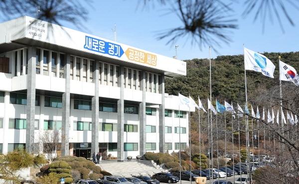 경기도가 1700억 원 규모의 긴급추경예산 편성을 통해 일본의 경제침략으로 피해를 입는 기업을 지원하는 등 적극적인 대응에 나선다.