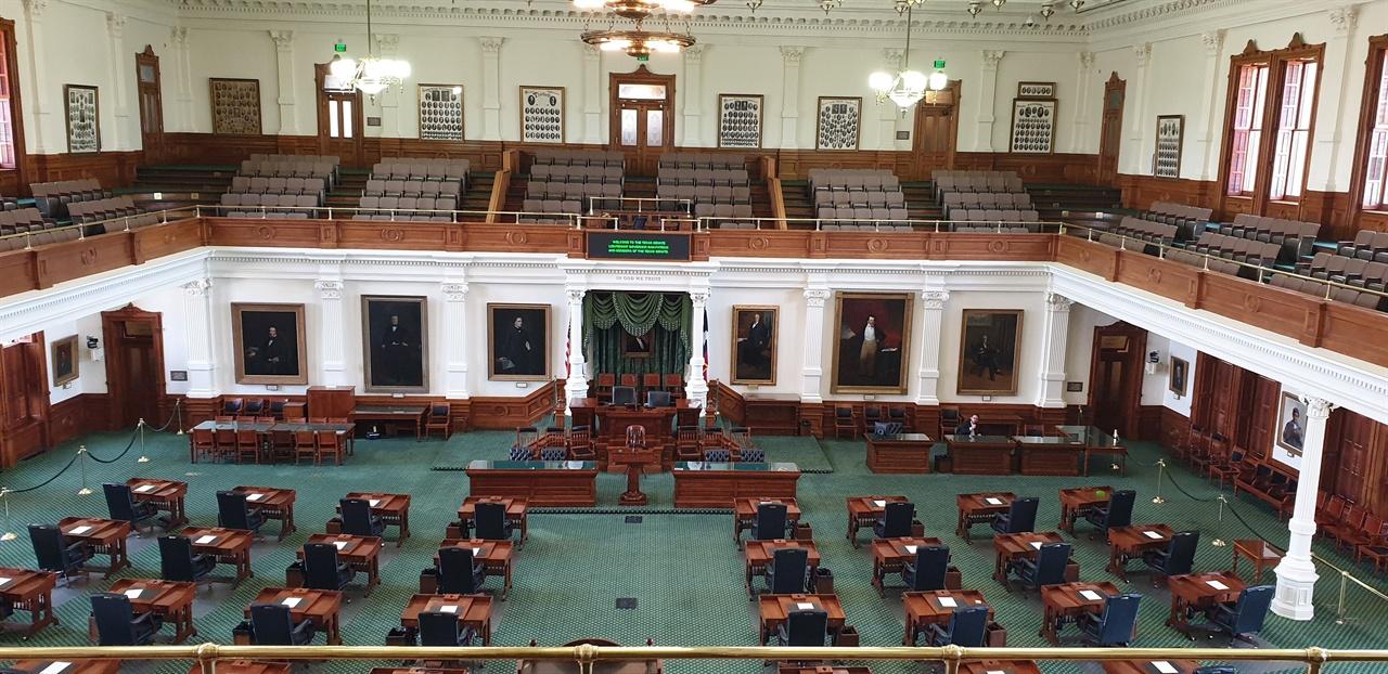 주 의회 회의실 회기중이 아닐 때는 일반인들에게 개방한다.