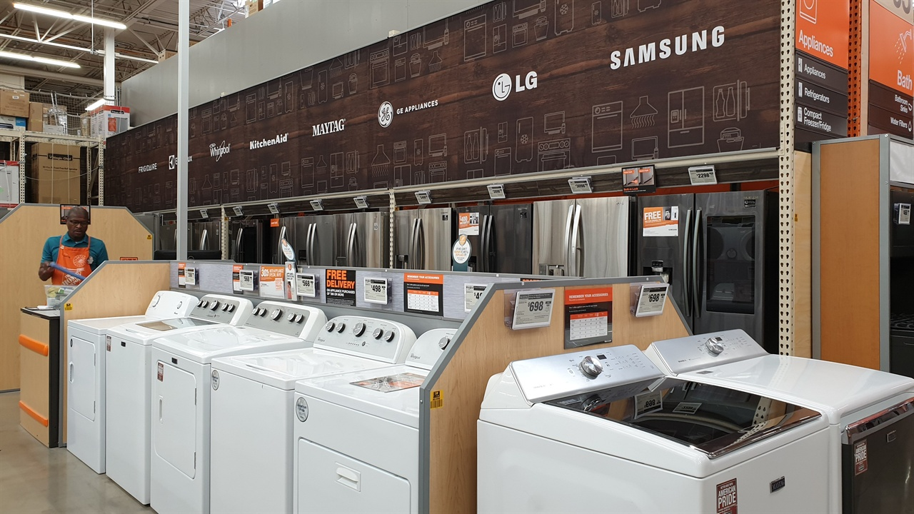 국산전자제품 국내에 있을 때는 그냥 냉장고, 세탁기거니 했는데 이곳에서 보니 대한민국상품, 너무 반갑다. 반도체 생산 때문에 시끄러운 탓일까. '힘내라 우리 기업!!'. 아들네도 세탁기, 냉장고, 건조기 등이 국산품이다.
