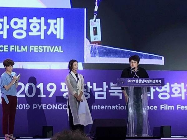방은진 집행위원장의 경쟁부문 심사위원 변영주 감독 소개