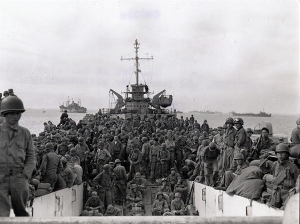 '장사상륙작전' 당시에 촬영된 흑백사진.