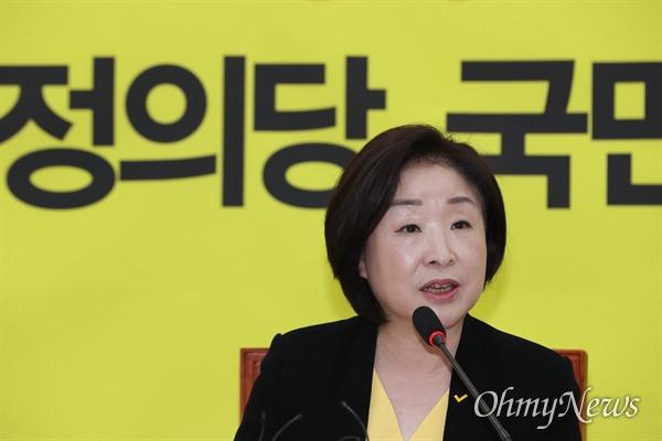 정의당 심상정 대표가 19일 오전 국회에서 취임 1개월 기자회견을 하고 있다.
