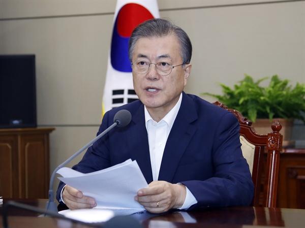 문 대통령, '오늘 수보회의에서는' 문재인 대통령이 19일 오후 청와대에서 열린 수석·보좌관회의에서 발언하고 있다.