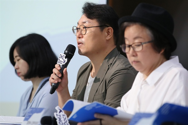 영화제 소개하는 김영우 프로그래머 19일 서울 중구 하나금융그룹 명동사옥에서 열린 제11회 DMZ국제다큐멘터리영화제 기자회견에서 김영우 프로그래머가 영화제 소개를 하고 있다.