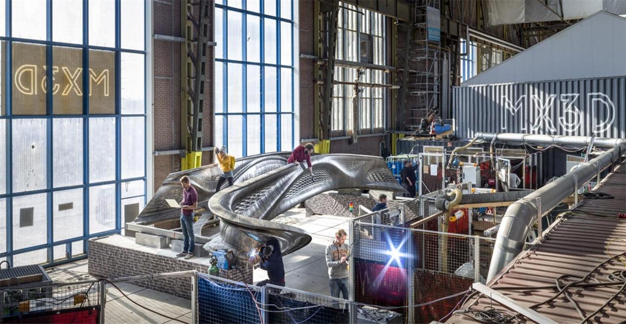요리스 라만이 만들고 있는 세계 최초의 금속 3D 프린팅 다리