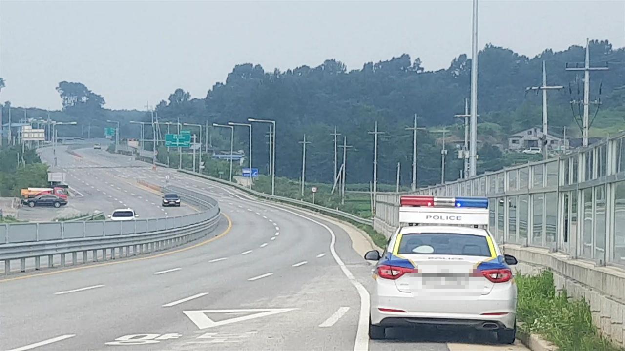 홍성 청양간 국도 29호선에 고정식 카메라가 설치되어 있지 않은 교차로에는, 목 검문을 확대했다.? 이에따라 주요 거점지역에서는 순찰차를 이용해 교통 단속에 나서고 있다.