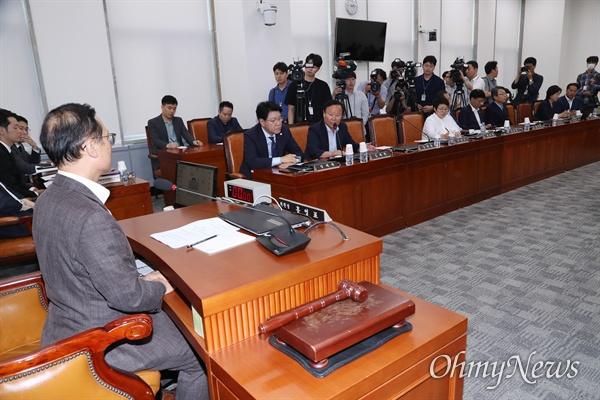 20일 오후 국회에서 열린 정치개혁특별위원회(정개특위) 전체회의에서 김재원 자유한국당 의원이 의사진행발언을 하고 있다.