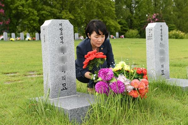 국립대전현충원을 참배한 김지수 경남도의회 의장.