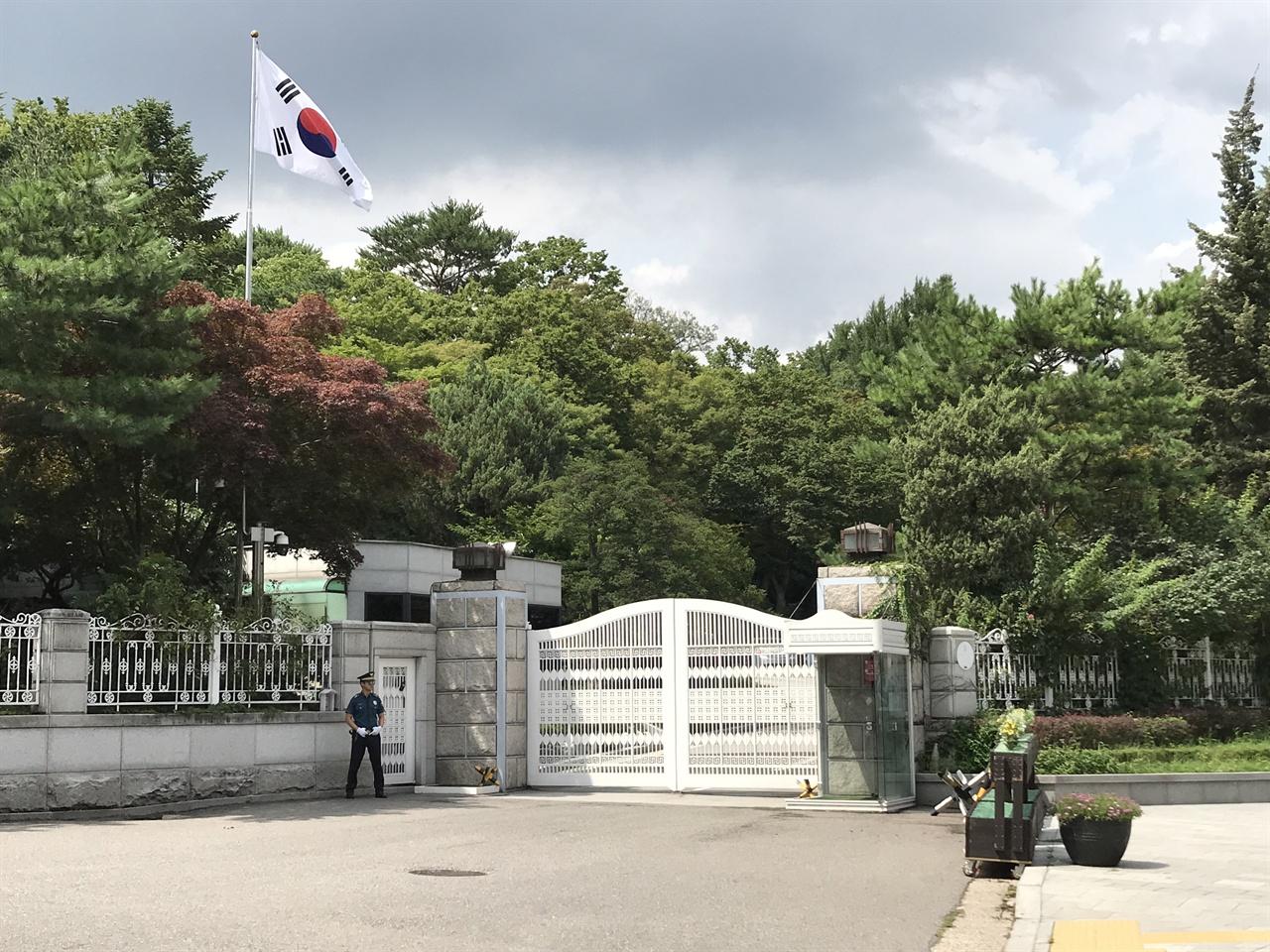 삼청동 '국무총리 공관' 삼청동에는 국무총리 공관이 자리하고 있다. 조선시대 태화궁 자리였던 이곳은 경성전기주식회사 관사로 쓰이다가 1961년 5월부터 국무총리 공관으로 사용하고 있다.