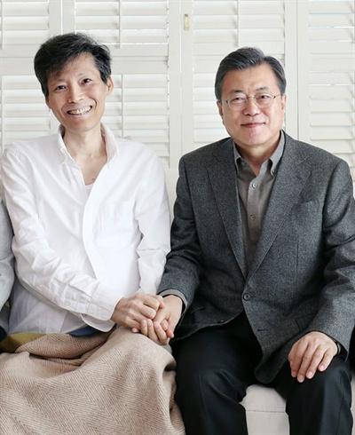 지난 2월 이용마 MBC 기자와 문재인 대통령이 함께 찍은 사진.