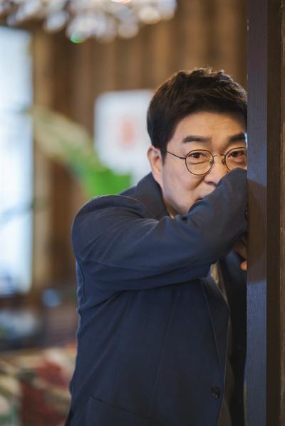 배우 손현주.