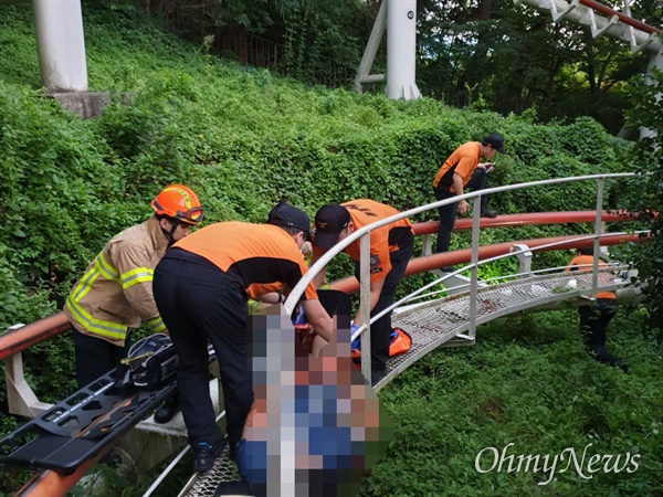 이월드에서 지난 16일 놀이기구가 움직이면서 떨어진 아르바이트 청년이 다리가 절단되는 사고가 발생했다.