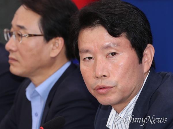 더불어민주당 이인영 원내대표가 22일 오전 국회에서 열린 정책조정회의에서 모두발언을 하고 있다.