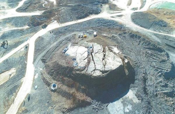 진주 정촌 공룡발자국 화석산지 진주 정촌 공룡발자국 화석산지에서 백악기 척추동물 화석 1만여 점이 발견됐지만, 원형보존여부는 여전히 불투명하다.