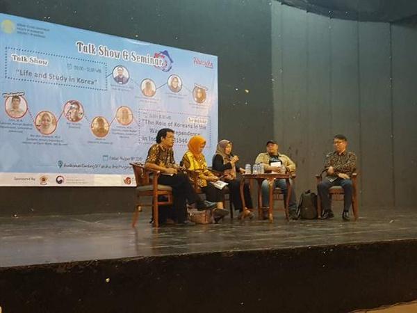 16일 인도네시아 국립대학교에서 열린 '인도네시아 독립 전쟁에서 한국인의 역할' 세미나에 참석한 배동선 작가(제일 오른쪽)