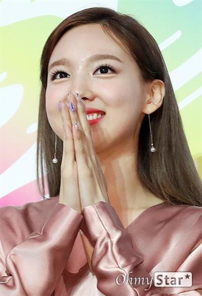 '트와이스' 나연, 반짝이는 눈망울 트와이스의 나연이 22일 오후 서울 올림픽공원 올림픽홀에서 열린 <2019 소리바다 베스트 케이뮤직 어워즈> 포토월에서 포토타임을 갖고 있다.