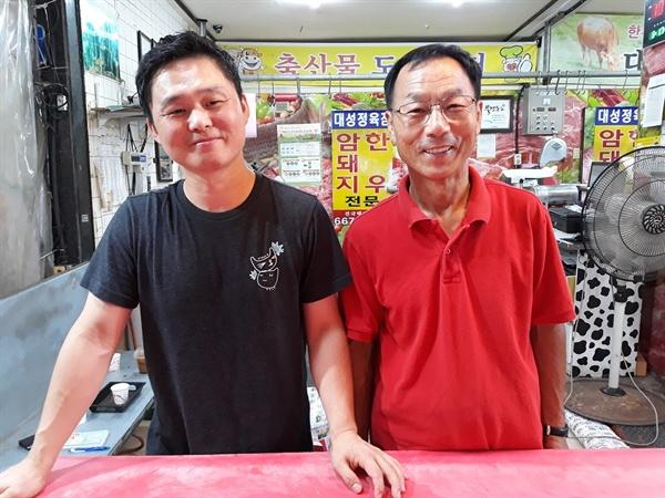 최영철(사진 오른쪽), 최경락 부자. 이들은 아버지와 아들이기도 하지만 든든한 사업파트너이기도 하다.