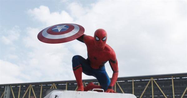 영화 <캡틴 아메리카 : 시빌 워>의 한 장면.  이 작품을 통해 새로운 스파이더맨이 첫 선을 보였다.