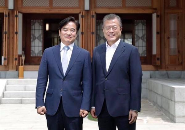 문재인 대통령과 조한기 청와대 제1부속비서관