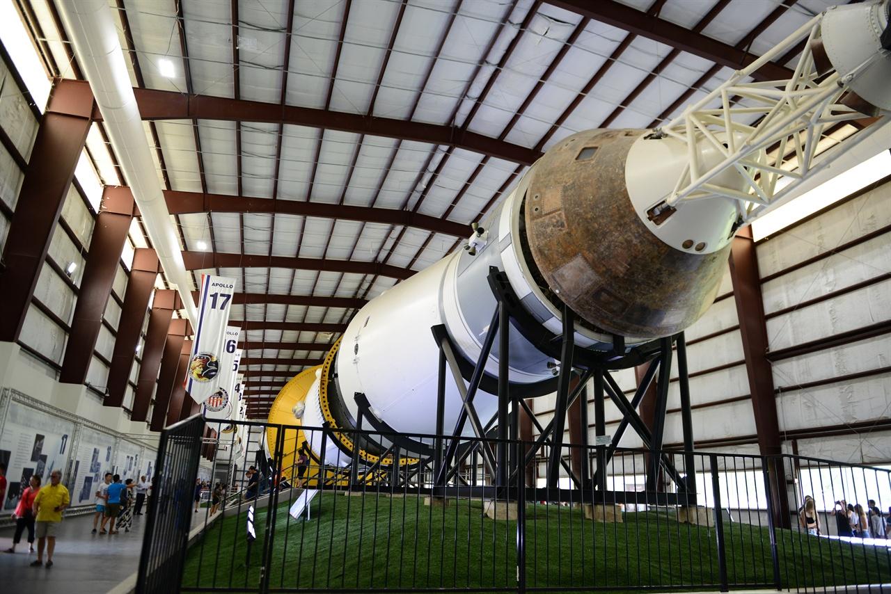 새턴 5호 로켓 아폴로 4호부터 스카이랩까지 총 13회 인공위성을 실어 날랐다. 아폴로 18·19호를 위해서 제작되었지만, 계획 중지로 사용되지 않은 SA-514, SA-515 로켓 이다.
