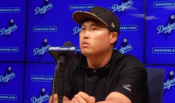 """류현진이 24일(현지 시각) 미국 캘리포니아주 로스앤젤레스 다저스타디움에서 열린 2019 메이저리그 뉴욕 양키스와 인터리그 홈 경기가 끝난 직후 인터뷰에서 체력적으로 지친 게 아니냐는 지적에 """"체력적으로는 전혀 부담 없다""""라고 답하고 있다. 2019.8.24."""