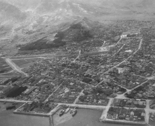 7. 마산시 전경(1950. 9. 12.).