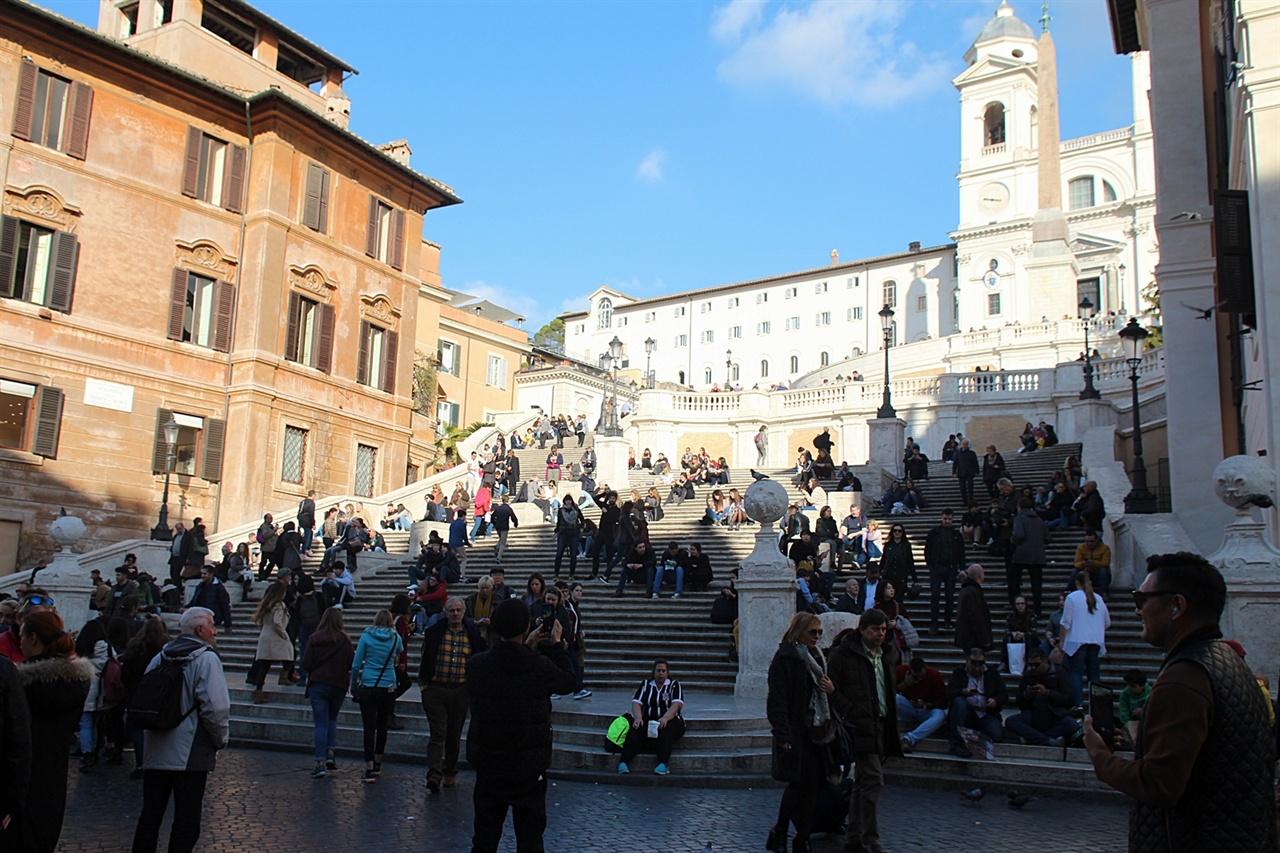 영화 '로마의 휴일'로 더 유명해진 스페인 계단