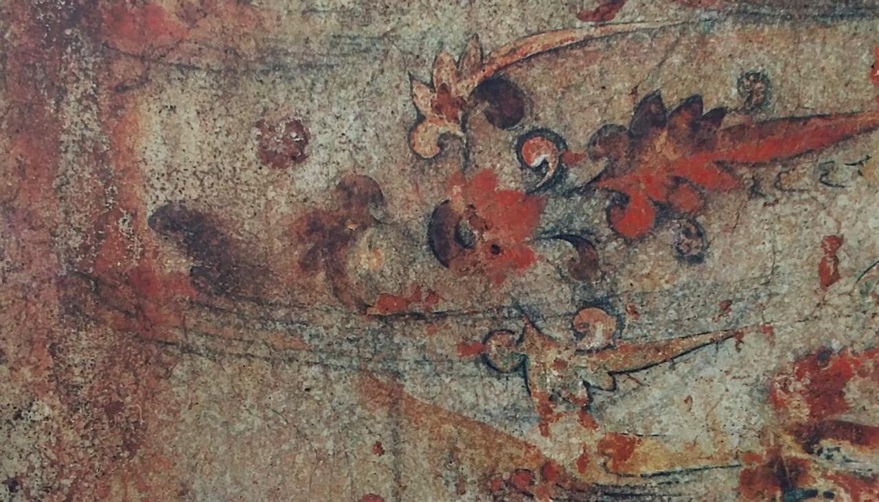 〈사진167〉 진파리 제4호 무덤 평양시 역포구역 용산리. 5세기말에서 6세기 초. 둥근 고리(天門)에서 이 세상 만물이 태어나고 있다. 이렇듯 고구려 벽화에는 이 세상 만물의 기원이 천문(天門)이라는 것을 곳곳에 그려 넣었다.