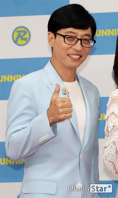 '런닝맨 9주년' MC는 역시 유재석 방송인 유재석이 25일 오후 서울 대현동 이화여대에서 열린 SBS 예능 <런닝맨> 9주년 기념 팬 미팅 '런닝구' 포토월에서 포토타임을 갖고 있다.