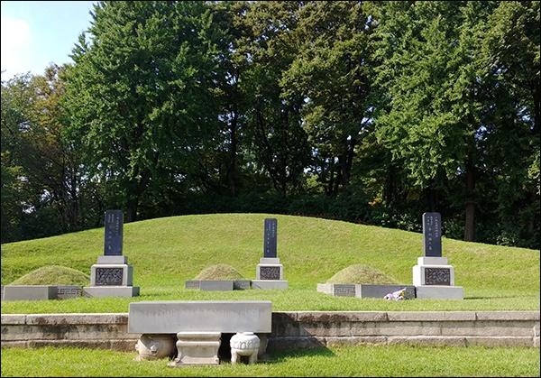 조성환, 이동녕, 차리석 선생 무덤 효창원에 잠들어 있는 3인의 임정요인 무덤, 조성환, 이동녕, 차리석 선생(왼쪽부터)