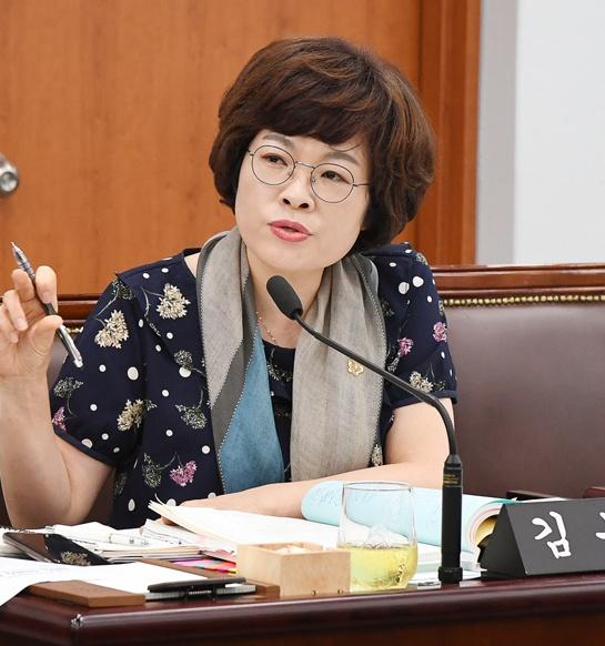 강릉시의회 김복자 의원이 26일 제277회 임시회에서 5분 자유발언을 하고있다.
