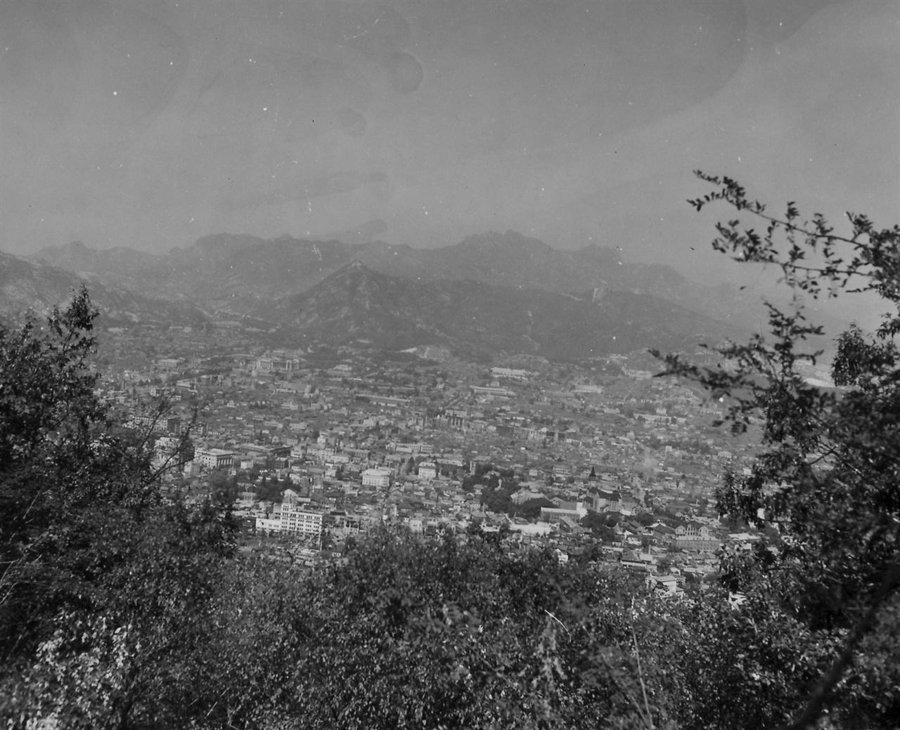 항공기에서 내려다 본 수복 후 서울 1 (1950. 10. 1.).