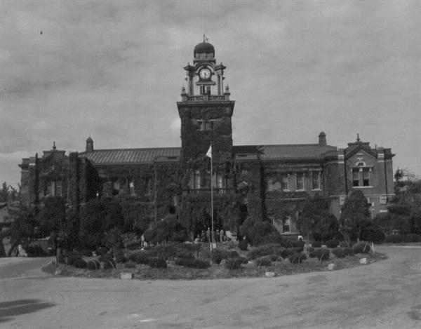 서울대학교 의과대학 본관(1950. 10. 4.).