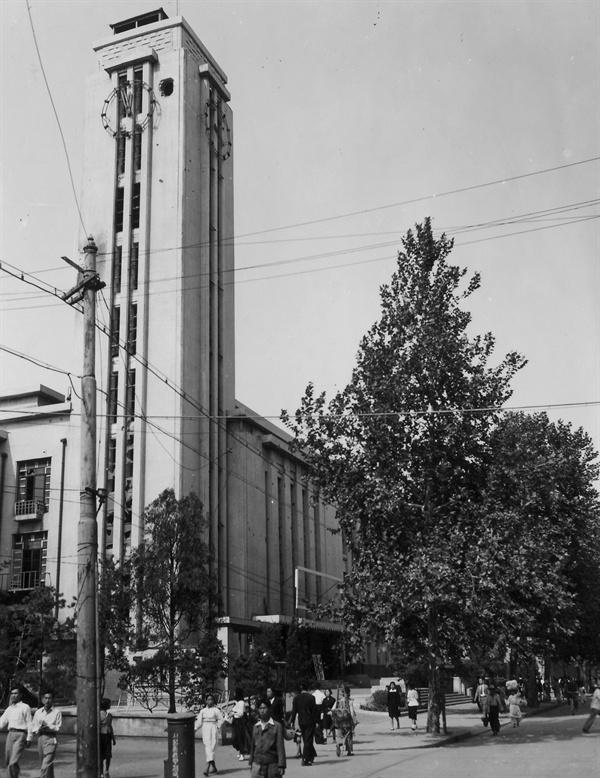 서울 태평로 당시 국회의사당(1950. 10. 6.).