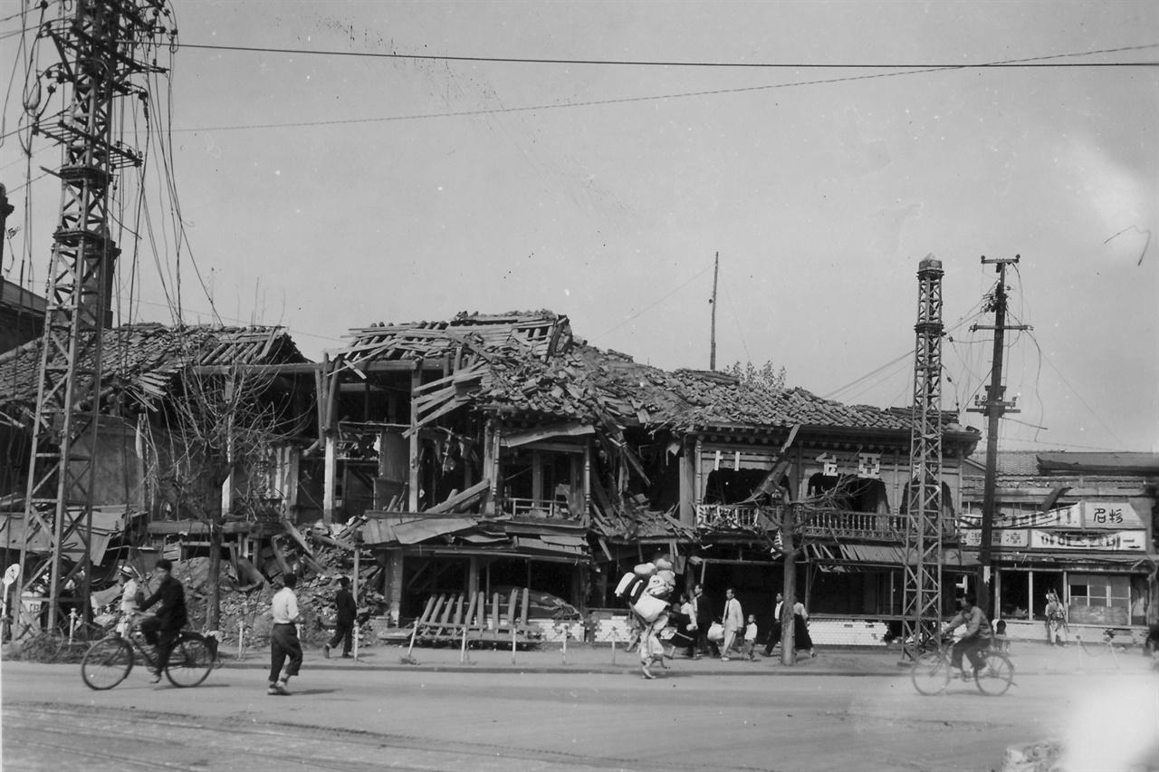 전란을 입은 서울 거리(1950. 10. 6.).