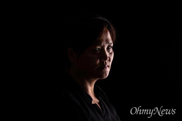 태안화력발전소에서 비정규직으로 일하던 중 사고로 사망한 고 김용균씨의 어머니 김미숙씨.