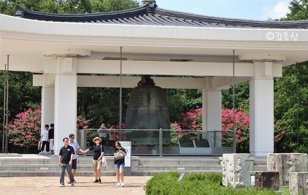 경주박물관 마당에 있는 성덕대왕신종.