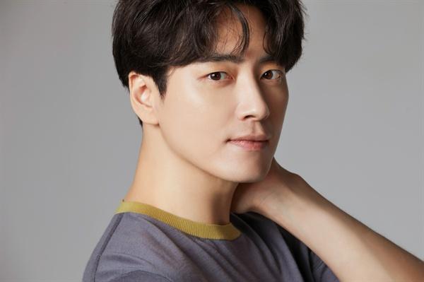 tvN < 60일, 지정생존자> 종영 인터뷰에서 만난 배우 이준혁.