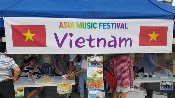 먼 타국 낯선 나라, 대한민국 홍성을 찾아온 이주여성과 이주노동자들이 모처럼 한자리에 모였다. 31일 오후 홍성에 거주하는 이주여성과 이주노동자들이 함께 만든 '아시아 뮤직 페스티벌'이 열렸다.