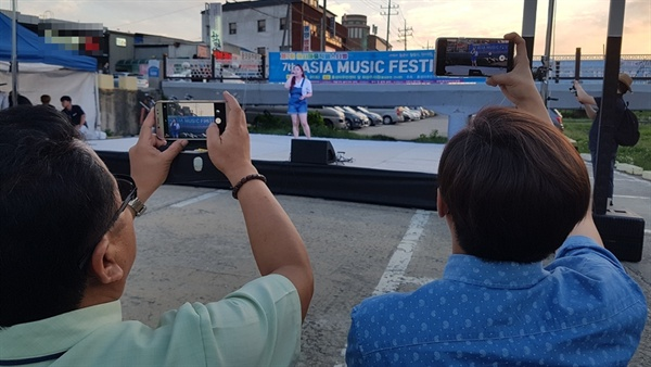 이날 행사에는 홍성 문화예술인들의 축하공연이 있었으며, 이어진 순서에서는 나라별 노래자랑으로 이곳을 찾은 많은 지역주민은 물론 이주여성과 노동자들에게 큰 박수를 받았다.