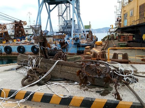 한국해양구조협회 부산지부는 1일 부산 영도 청학항만에서 해양쓰레기 수거 활동을 벌였다.