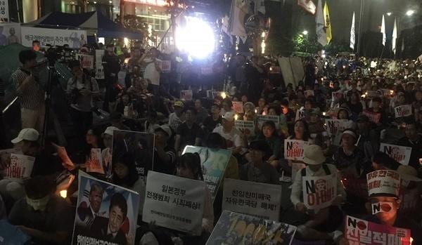 7차 아베규탄 이날 촛불시민들은 일본대사관 퍙화비 소녀상 앞에서 조선일보까지 거리행진을 했다.