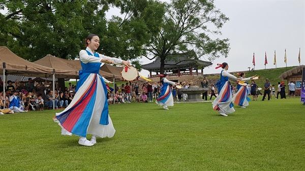 가을이 시작되는 9월 첫 주말을 맞아, 해미읍성에서는, 승무를 비롯해 우리 전통춤과 퓨전국악이 만났다.