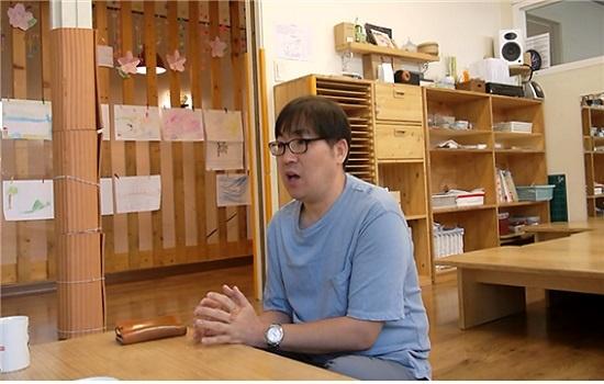 서울 동작구 상도동 해와달어린이집에서 박주훈 시설이사가 공동육아의 즐거움과 고단함에 대해 이야기하고 있다.