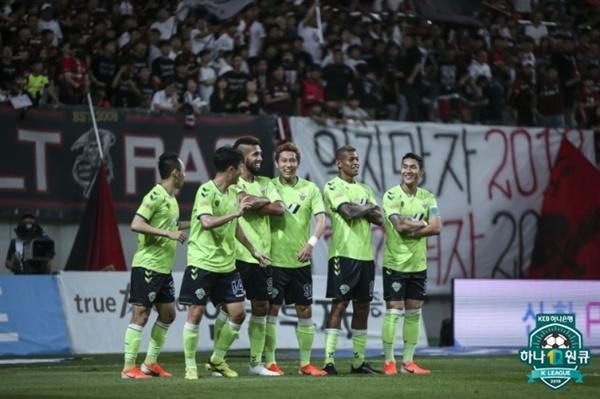 전북 현대 전북이 서울전에서 호사의 득점 이후 세리머니를 펼치고 있다.