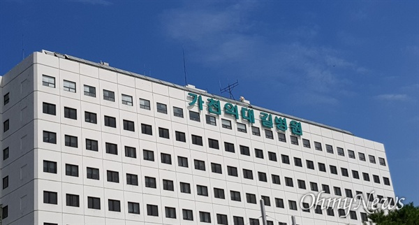 지난 2일, 인천 남동구 가천대 길병원 본관 로비에서 단식 농성 4일 차인 강수진 길병원 노조 지부장을 만났다.