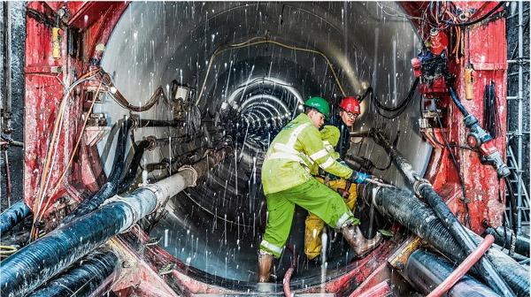 세계 최고 터널굴착기 제작회사인 히든챔피언 'Herrenknecht'의 작업장.