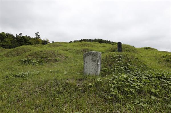 진도에 있는 정유재란 순절묘역. 정유재란 때 숨진 진도출신 장수와 이름도 남기지 않고 숨진 조선수군들의 무덤이다.