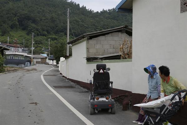 내동마을 풍경. 왜덕산에서 마을회관으로 가는 길목이다.